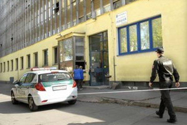 Priestor uzavreli. Pracovníci pošty museli opustiť objekt.