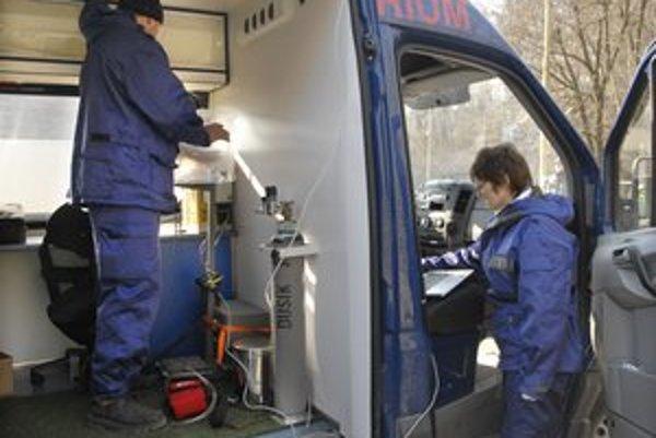 Chemici civilnej ochrany. Merkaptoetanol skúmali v pojazdnom laboratóriu.