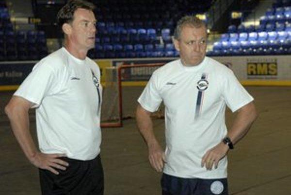Trénerská dvojica. Radim Rulík (vľavo) a jeho asistent Pavol Zůbek.