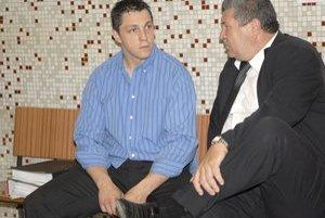 Ladislav Ščurko. Včera na procese počúval svoju výpoveď spred troch rokov. Na snímke so svojím advokátom.
