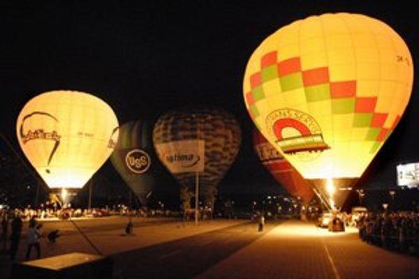 Jednou z atrakcií bude nočné nafukovanie balónov