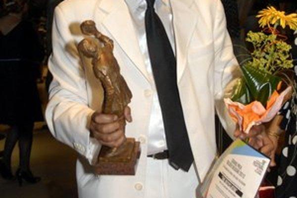 Zoran Dimov. Tešil sa z úspechu svojho filmu, ktorý prácne opísal úsilie Rómov zmeniť zbieranie plastového odpadu na biznis.