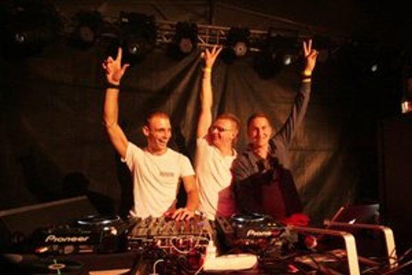 Trojica headlinerov podujatia: DJ Saxi, DJ A-Z Best a DJ Peet Love.