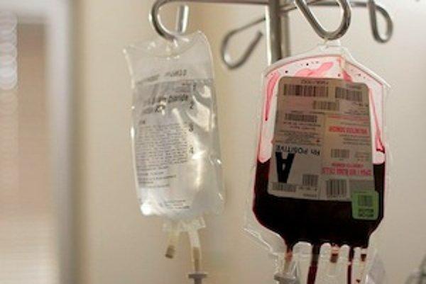 Aj transfúzia patrí medzi možné spôsoby prenosu hepatitídy C. U nás sú rizikovou skupinou pacienti, ktorí podstúpili transfúziu do roku 1992.