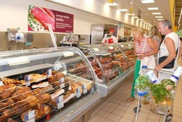 Príjemnejšie nákupy. Aj oddelenie mäsa prešlo výraznými zmenami a pôsobí estetickejšie.