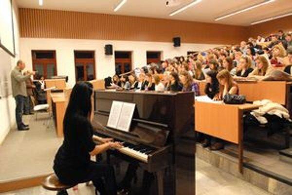 Skúška Gounodovej omše. Členovia Zboru Riga Stradins Univerzity a Collegium Technicum sa na javisku stretnú dnes v Dome umenia.