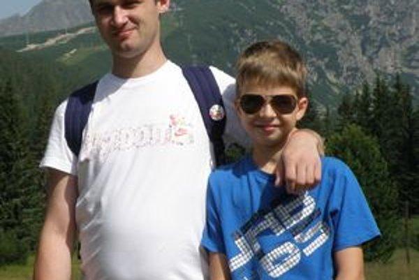 Dominik (vpravo) so svojim veľkým kamarátom Paľkom
