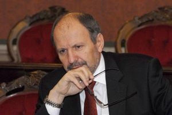 Exprimátor František Knapík. Tvrdí, že o problémoch nevedel, no pochybenie úradníkov nevylučuje.