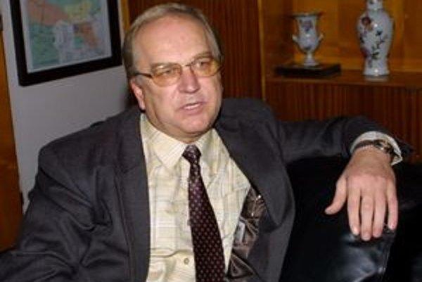 Obvinený Štefan Pustelník. Župan Z. Trebuľa s ním už neráta