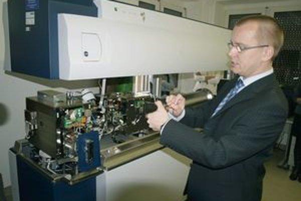 Nový hmotnostný spektrometer dokáže vyhotoviť mapu proteínov v bunke, čím prispeje k skvalitneniu neurobiologického výskumu.