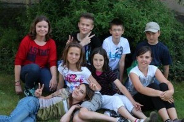 Zľava hore: Paula (13), Ondrej (12), Jakub (12), Peter (11)Zľava dole: Laura (12), Lenka (12), Majka (11), Victoria (11)