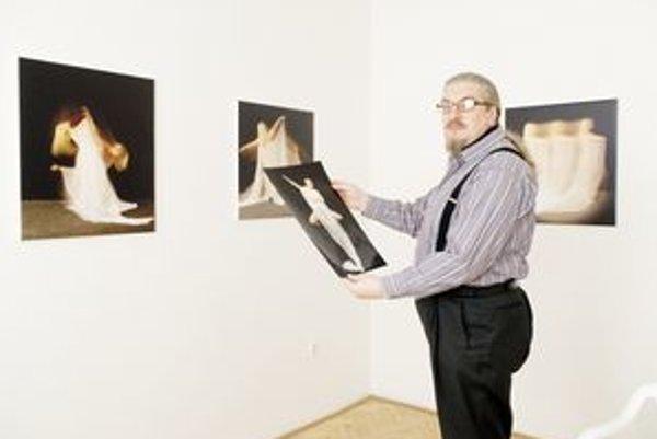 Fotograf Stefan Schmidt. Vernisáž výstavy jeho diel stihnete už dnes.