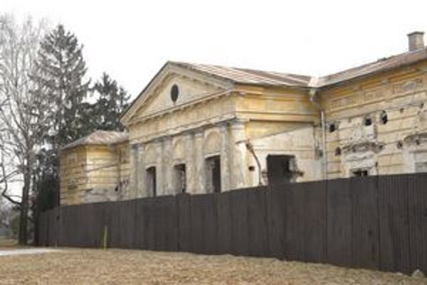 Krásňanský kaštieľ vznikol v polovici 16. storočia, už dve desaťročia chátra.