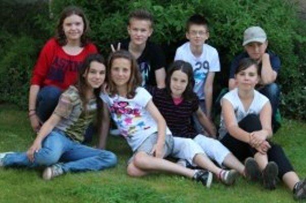 Zľava hore: Paula (13) Ondrej (12) Jakub (12) Peter (11).Zľava dole: Laura (12) Lenka (12) Majka (11) Victoria (11).