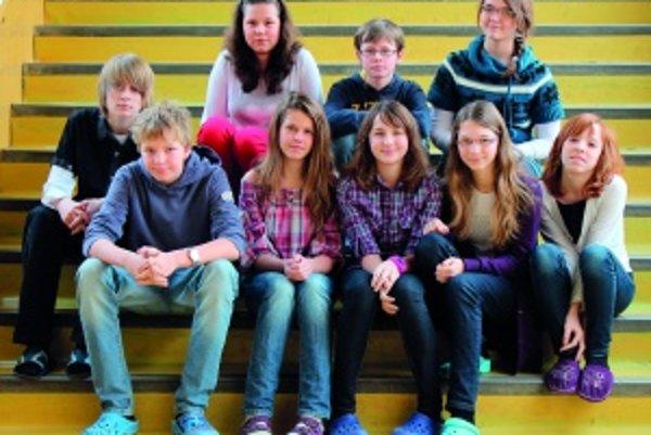 Horný rad zľava: Andrej (14), Eva (13), Patrik (12), Michaela (13)Dolný rad zľava: Samo (14), Nina (13), Maťa (13), Alexandra (13), Klára (14)