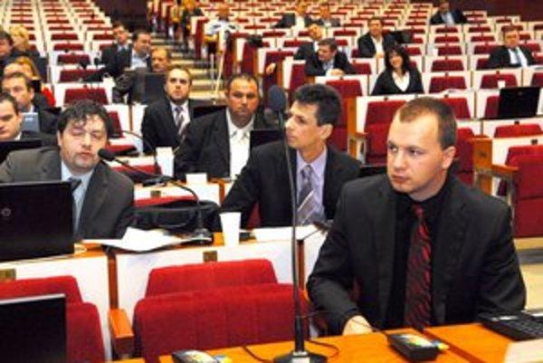 490–tisíc eur. Toľko je v rozpočte na odmeny poslancov a platy vedenia.