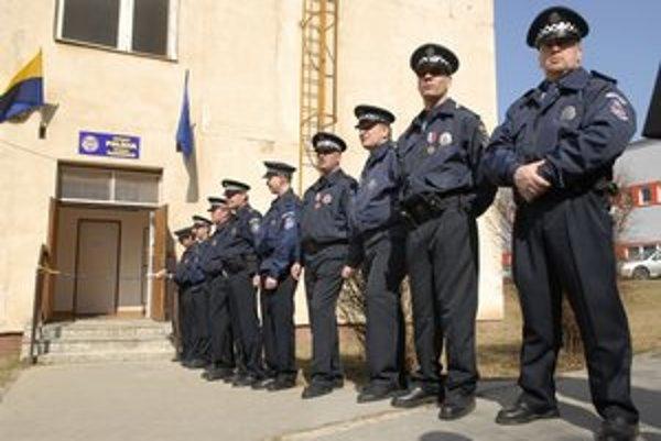 Budú slúžiť nonstop. Do väčších priestorov sa nasťahuje viac policajtov.