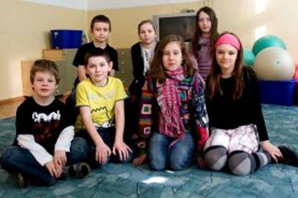 Horný rad zľava: Rudo (9), Anička (10), Johanka (9).Dolný rad zľava: Peťko (8), Maťko (8), Terezka (9), Luisa (9).