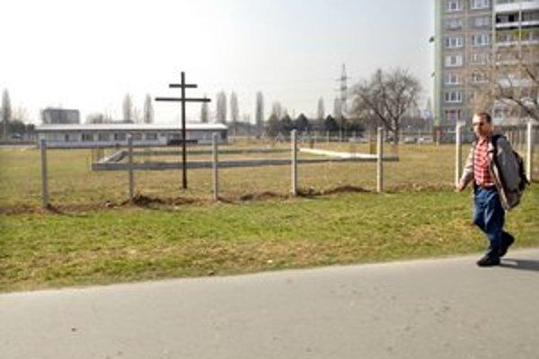 Nový chrám. Základový pás je vybudovaný. Zvyšok sa začne stavať teraz na jar.