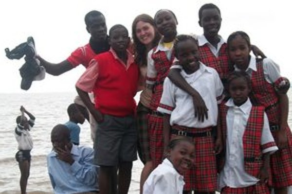 Klára so žiakmi z Don Bosco Primary School.