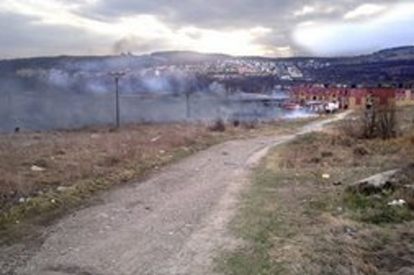 Demeter. Vyhorelo zhruba tisíc štvorákov trávy a iných porastov.