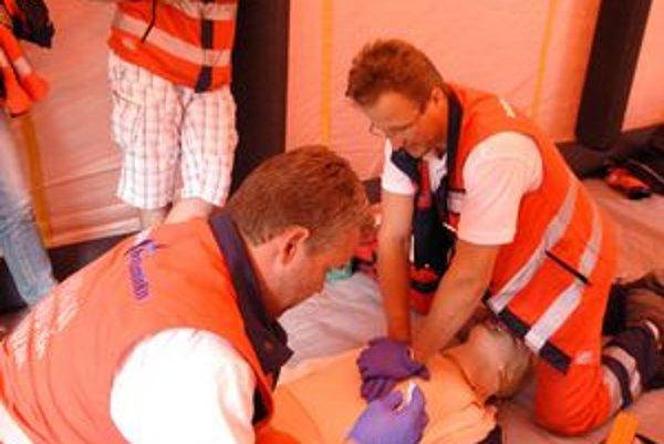 Modelové situácie. Skúsených záchranárov pripravené úlohy nezaskočili.