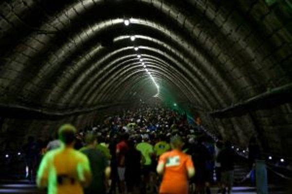 Časť trasy viedla aj cez tunel pod hradom