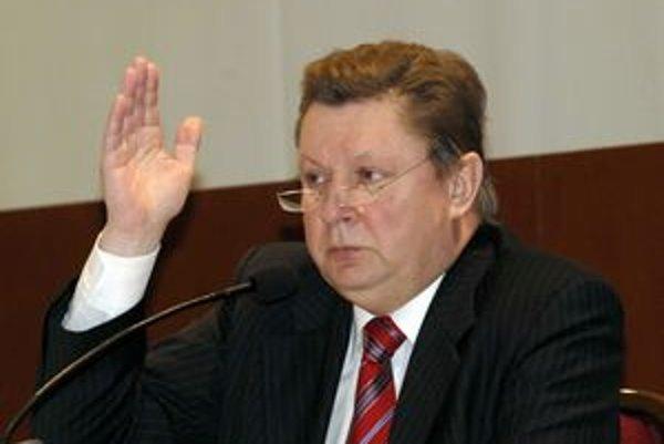 Až jedenásť poslancov zarobilo minulý rok viac ako ich šéf a župan Zdenko Trebuľa (Smer).