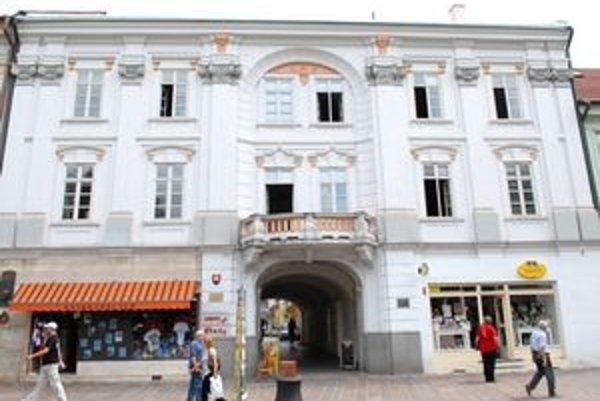 V tejto budove sídlil hotel Čierny orol.