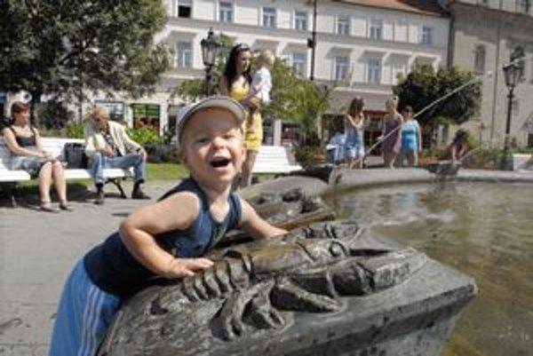 Radosť najmenších, Lea vysoké teploty netrápili. Vynašiel sa s fontánou.