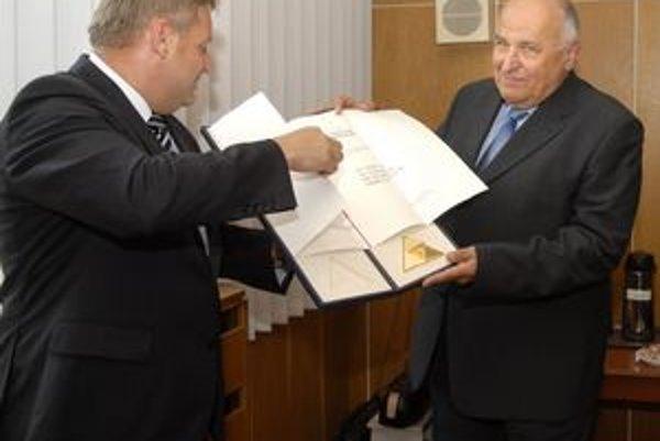 Profesor Ladislav Šándor mal z medaily veľkú radosť.