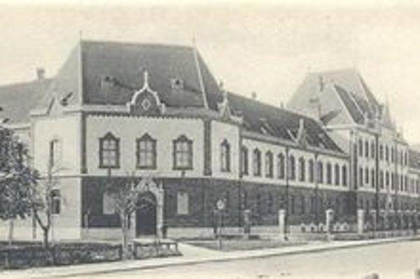 Budova Gymnázia na Šrobárovej ulici má vyše 120 rokov.