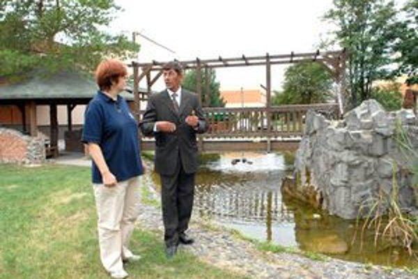 Boj o titul. Dedinou roka má možnosť stať sa aj povodňami skúšaná obec Ždaňa. Starosta Ján Kokarda s predsedníčkou komisie Martou Mlíchovou si pozreli aj komunitný park.