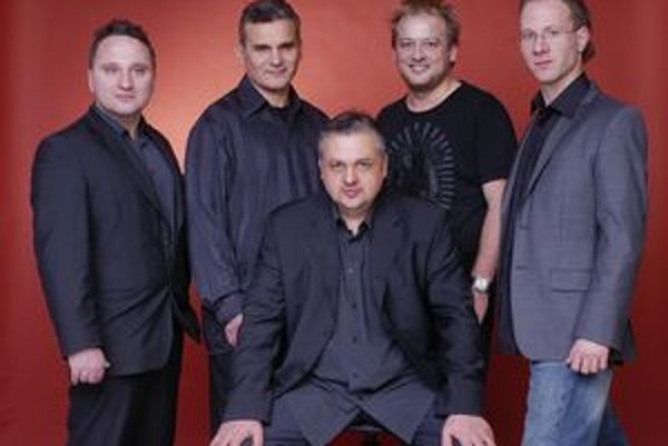 """Djabe. Renomovaná skupina je momentálne číslom 1 v oblasti """"world fusion music"""" v Maďarsku."""