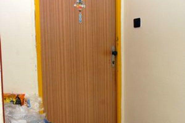 Miesto činu. Za týmito dverami sa zrejme odohrávali manželské drámy.
