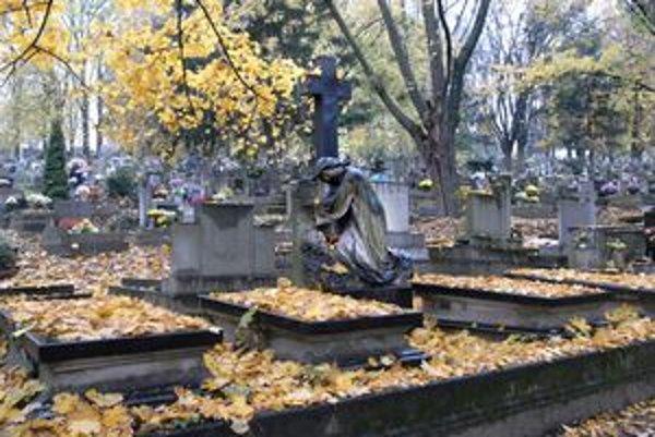 Spomíname. Na cintoríny bude už o pár dní nápor.