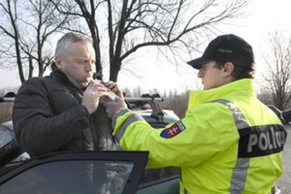 Novela. Ak vodič bude jazdiť pod vplyvom alkoholu, spácha trestný čin.
