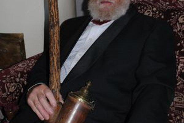 M. Mihalič s jedným zo svojich vzácnych exponátov