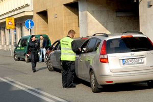 Za pár sekúnd tam odbočili štyri autá, vodiči si nevšimli zákaz.