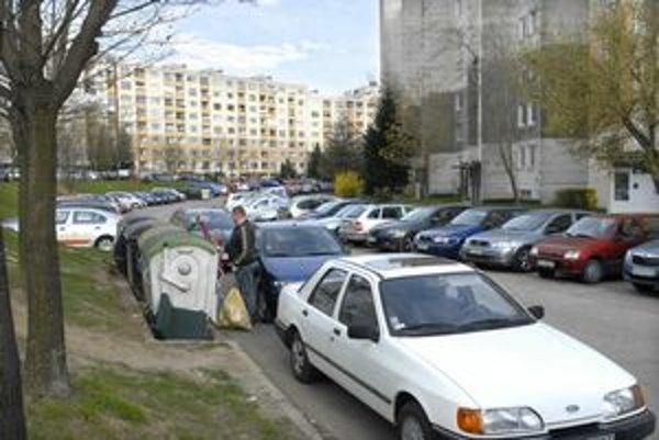 Nové parkovacie miesta budú musieť v niektorých mestských častiach nateraz počkať.