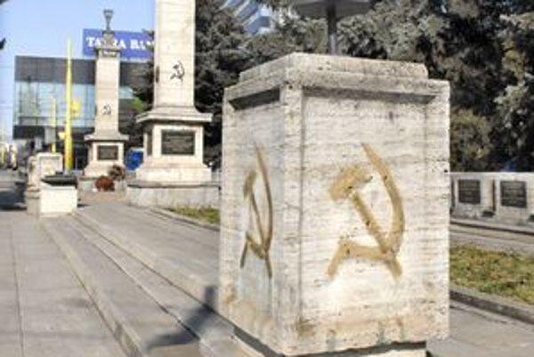 Tento pamätník už skutočne potrebuje opravu.