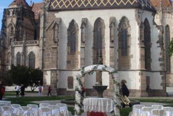 10. 10. 2010 sa konala svadba pri kaplnke sv. Michala.