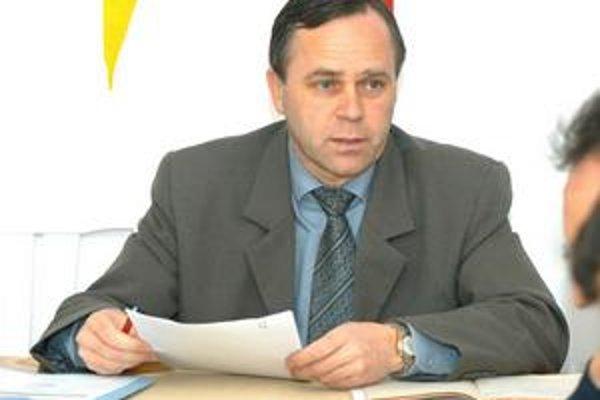 Ján Kupec. Mesačne zarobí tak ako v predchádzajúcom funkčnom období zhruba dve tisícky.