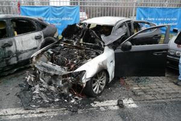 """Zhorený Lexus. Niekto ho poslal do """"dôchodku""""."""