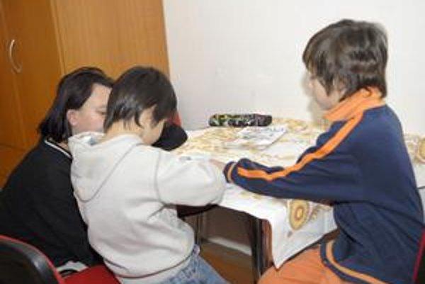 S deťmi sa pani Andrea denne učí.