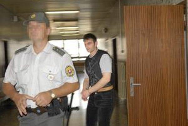 Ali Ibragimov. V roku 2007 sa na košickom súde snažil zvrátiť rozhodnutie o zamietnutí azylu. Teraz ho budú súdiť za ujmu na zdraví.
