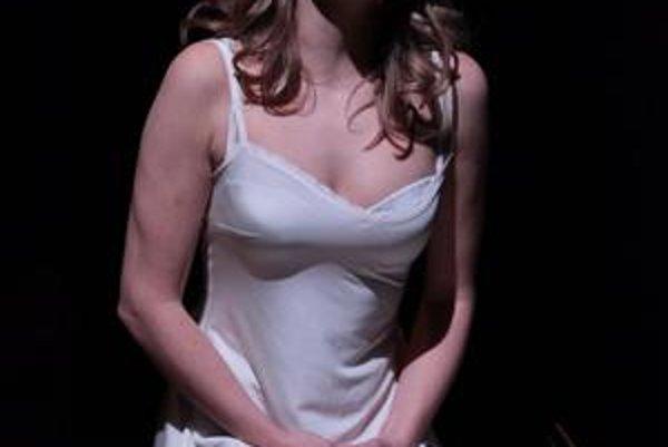 Ako Desdemona v predstavení Othello.