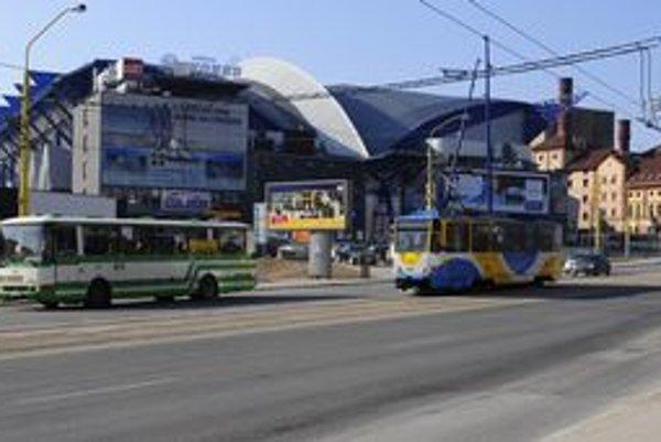 Najväčšie dopravné obmedzenia budú počas šampionátu pri Steel Aréne. Aj tu však organizátori sľubujú plynulú dopravu.