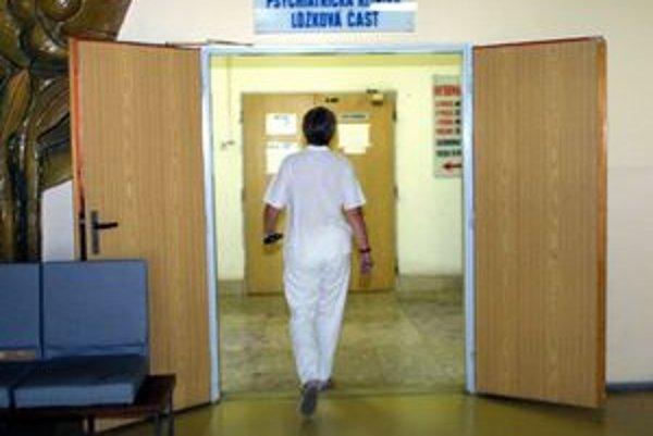 Lekár Vladislav je na uzavretom stráženom oddelení psychiatrickej kliniky.