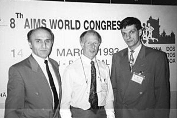 Zástupcovia maratónskeho klubu prvýkrát na kongrese AIMS, v roku 1993 v Lisabone, vľavo Štefan Daňo, vpravo Branislav Koniar.